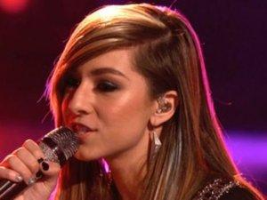 Ünlü şarkıcı herkesin gözü önünde öldürüldü!