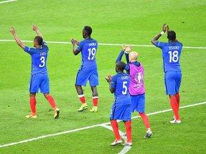 EURO 2016'da A Grubu'nda Fransa liderlik koltuğunda