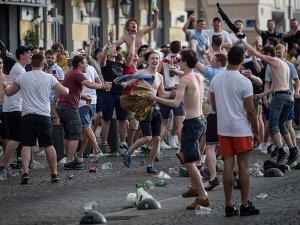 UEFA, Marsilya'daki taraftar şiddetini kınadı