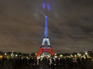 Eyfel Kulesi bugün Türk bayrağına bürünebilir