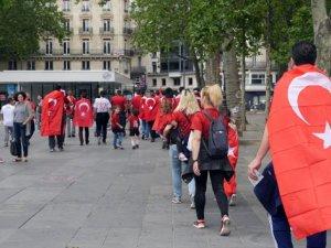Paris'te Türk coşkusu