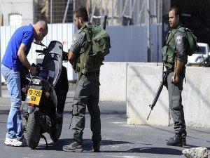 İsrail Ramallah'taki kontrol noktalarını artırdı
