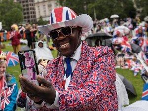 İngiltere Kraliçesi'nden sokak partisi