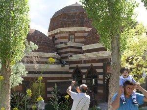 Ahmed-i Hani Türbesi'ne ramazanda ziyaretçi akını