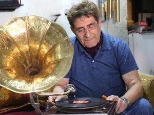 68 yıldır gramofonlara 'ses' oluyor