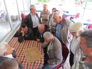 Yalıhüyük'te geleneksel 9 taş oyunu yaşatılıyor