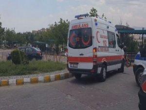 Kargo aracı çocuklara çarptı: 2 kardeş yaralandı