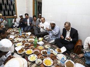 Çavuşoğlu Arakanlı Müslümanlarla iftarda buluştu