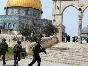 İsrail askerleri Mescid-i Aksa'nın muhafızlarından Ermile'yi gözaltına aldı