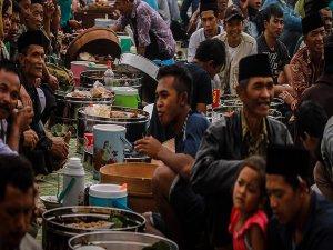 Tezatlar şehri Cakarta'da Ramazan