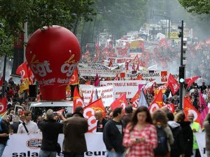 France: Mass street protests over disputed labor law