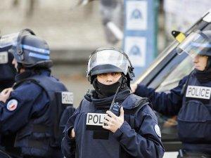 Fransız polisi mesai dışında da silah taşıyacak