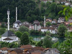 Bosna'nın 'ada camisi' manzarasıyla büyülüyor