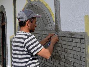 Sanatını artık Türkiye'deki cami ve mescitlerde sürdürüyor
