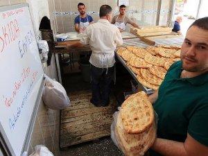 Askıda ekmek kampanyası başlatan fırın 30 bin 344 ekmek dağıttı