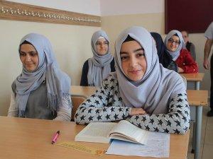 İmam Hatip Ortaokulu öğrencisi 120 soruyu doğru yanıtlayarak Türkiye birincisi oldu