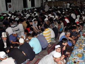 TİKA Kırgızistan'da bin kişilik iftar sofrası kurdu