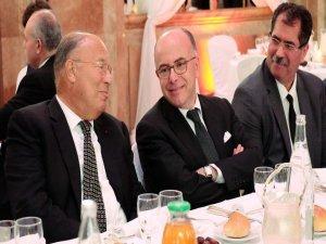 Fransa'da siyasetçiler İslam Konseyi'nin düzenlediği iftarda bir araya geldi