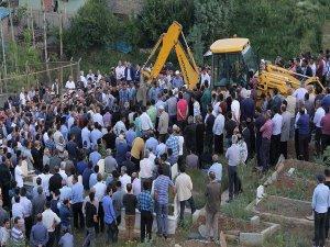 Teröristlere tepki gösterdiği için öldürülen şoför toprağa verildi