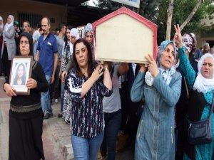 Teröristin cenazesini HDP'li başkanlar taşıdı