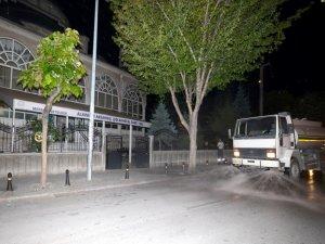 Meram'da cami çevreleri gül suyuyla yıkanıyor