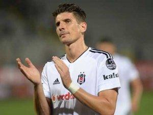 Milan Mario Gomez'i kadrosuna katmak istiyor