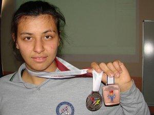 Mihriban Kaya özel sporcular tarihinde paralimpik oyunlara kota alan ilk sporcu oldu