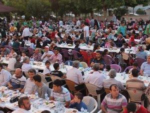 İHH'dan Adıyaman'da 3 bin kişiye iftar