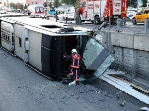 İstanbul'da metrobüs devrildi: 10 yaralı