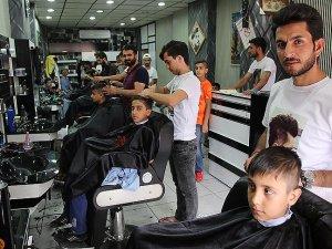 Başarılı öğrencilere ücretsiz tıraş