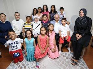 Başbakan Yıldırım İzmir'de sevgi evi ziyaret etti