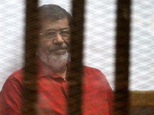 'Mursi ve yardımcıları hakkında alınan kararlar suçtur'