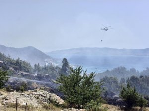 Fire threatens homes on Turkey's southwest coast