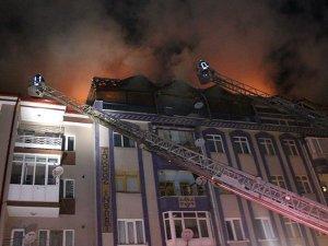 Sivas'ta bir apartmanın teras katında yangın çıktı