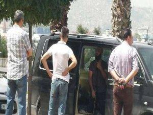 AK Parti binası önünde intihar girişimi