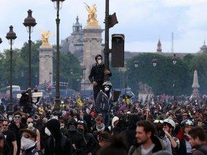 Paris Valiliğinden sendikalara 'Yürümeyin' çağrısı