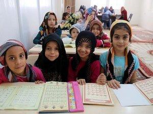 Çocukların gönüllerine Kur'an nakşediliyor