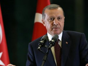 Turkish leader seeks 'honorable' treatment for refugees