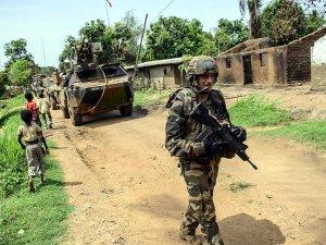Fransız askerlere Afrikalı sivillere kötü muameleden soruşturma