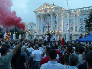 Makedonya'da 'Renkli Devrim' mensupları protesto düzenledi