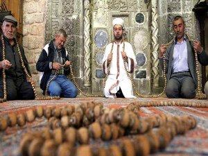 700 yıllık bin 111 taneli tespih ilgi görüyor
