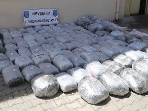 Devrilen kamyondan yarım ton uyuşturucu çıktı