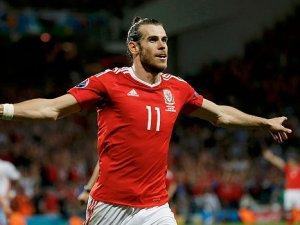 Bale, Milan Baros'u yakaladı!