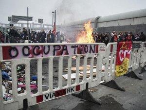 Fransa'da iş bırakma eylemine güvenlik güçleri müdahalesi