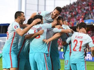 Türkiye tura tutundu: 2-0