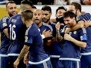 Messi rekor kırdı, Tangocular finalde...