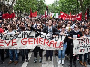 Fransa'da yasaklanan gösteri yürüyüşüne izin çıktı