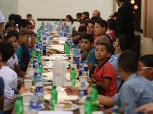 Türk Kızılayı'ndan Gazze'de 120 yetime iftar