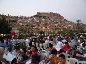 CHP ile DBP'li belediyeler kardeş kardeş iftar yaptı