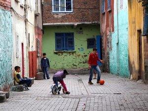 Diyarbakır'da 32 köyde sokağa çıkma yasakları kaldırıldı